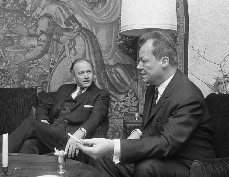 Lord Alun Chalfont, Britain's chief Common Market negotiator, left, talks with West German Foreign Minister Willy Brandt, in Bonn, Germany, Jan. 8, 1968, about Britain's application to join the EEC.