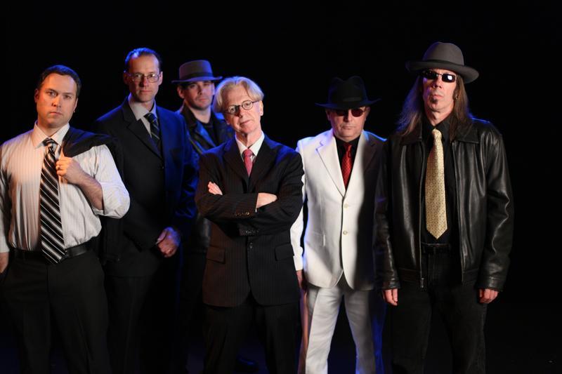 Larry Kirwan (c) and his band Black 47