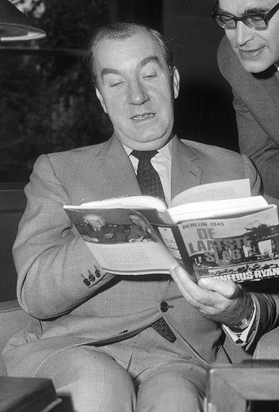 Cornelius Ryan holding his book, The Longest Day, with Godfried Bomans, September 28, 1966.