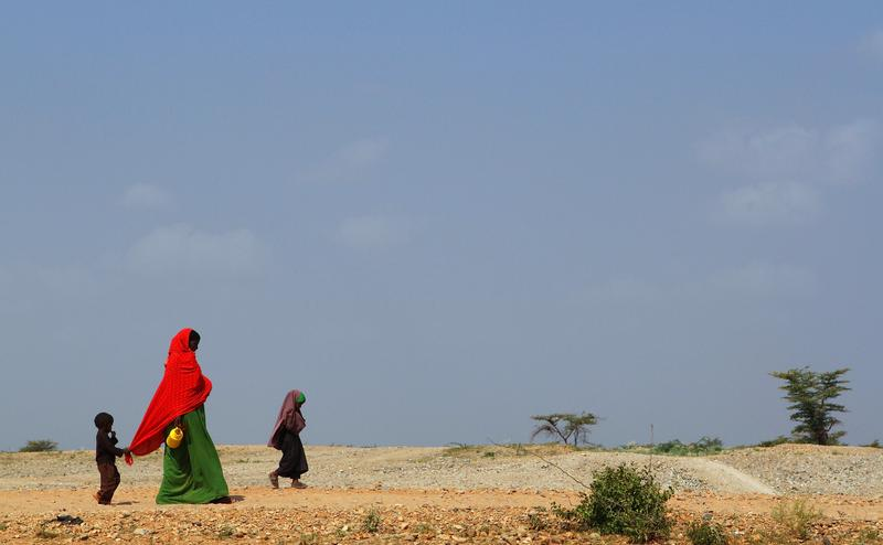A woman and her children walk to the Transit Centre to find water in Dolo Ado, Ethiopia