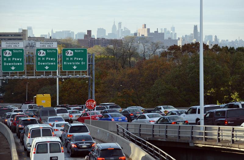 Heavy traffic exits the George Washington Bridge (R) onto the Henry Hudson Parkway as morning commuters drive into Manhattan November 1, 2012