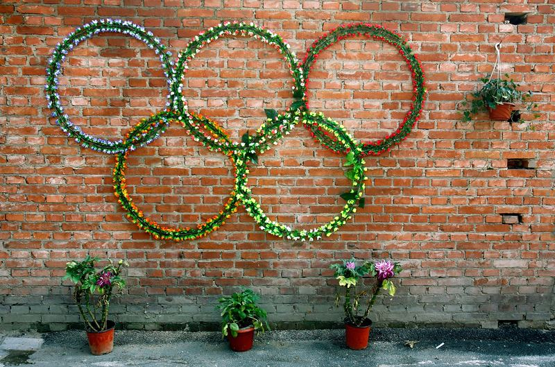 Flowers are displayed in the Olympic rings