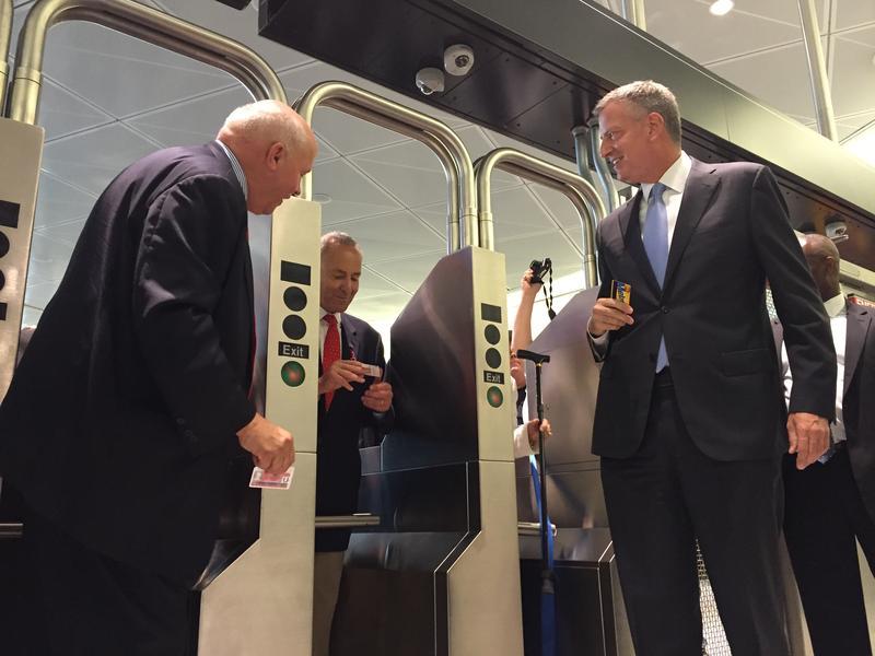 MTA chair Tom Prendergast, Sen. Charles Schumer, and Mayor Bill de Blasio