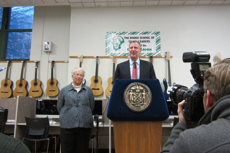 Mayor Bill de Blasio with Chancellor Carmen Fariña at a Bronx Middle School with an afterschool program