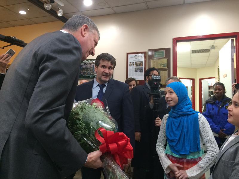 Mayor de Blasio received a bouquet of roses from a 5th grade student at the Albanian Islamic Cultural Center on Staten Island, Sunday Dec. 11, 2016.