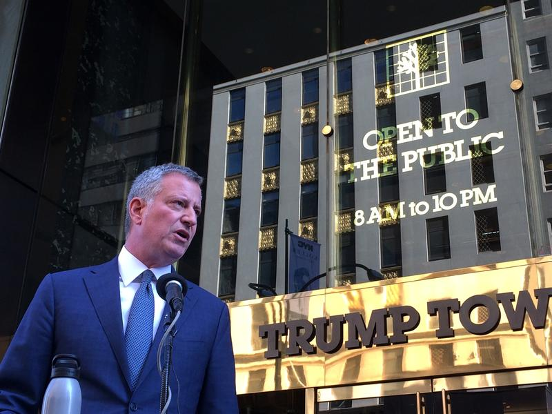 Mayor de Blasio addressing the press after his first meeting with President-elect Donald Trump