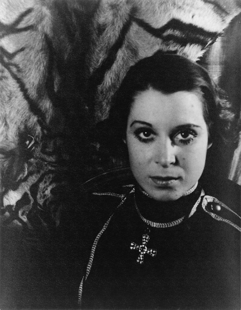 Kitty Carlisle in Die Fledermaus, November 1, 1933.