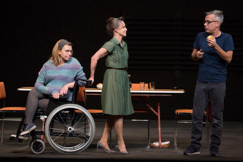 "Madison Ferris, Sally Field and Joe Mantello in ""The Glass Menagerie"""