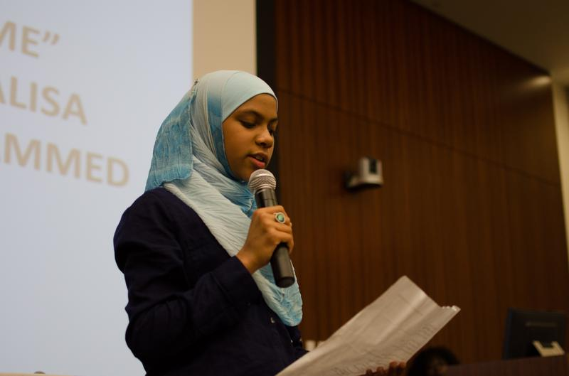 Student Kalisa Mohammad reading her work at a Poetry Slam