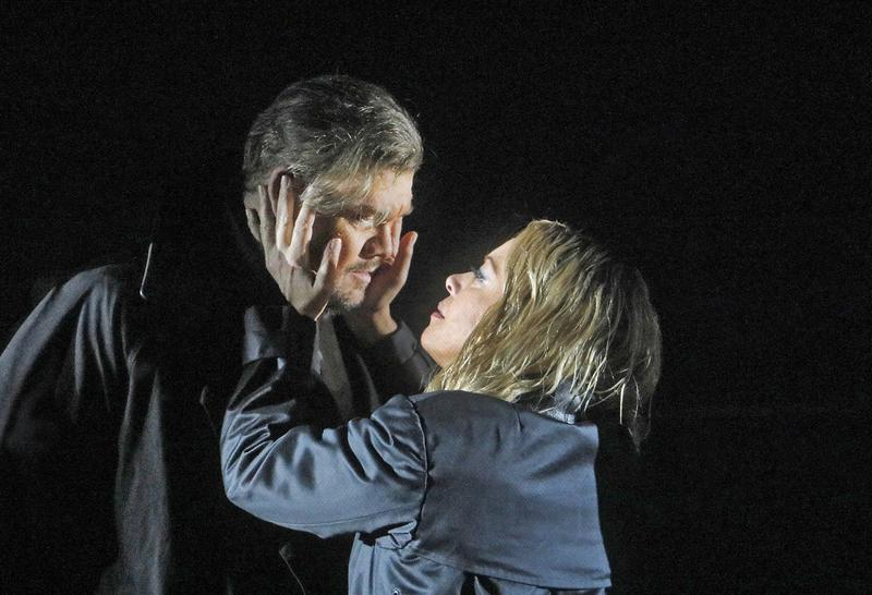 Stuart Skelton and Nina Stemme as Tristan and Isolde.