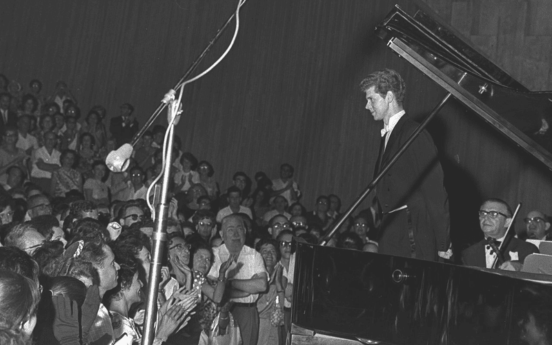 Van Cliburn getting a standing ovation after playing Rachmaninoff's 3rd Piano concerto at the the Mann Auditorium, Tel Aviv, Israel, 1962
