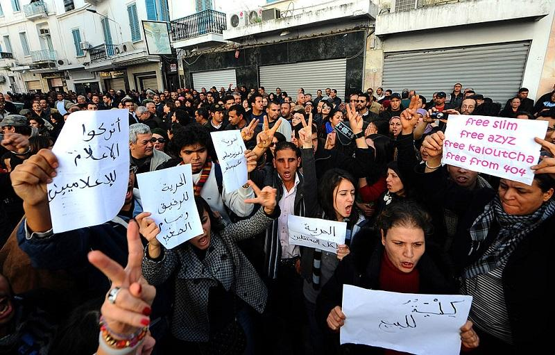 Tunisian demonstrators flash victory signs during a solidarity rally with the victims of Sidi Bouzid clashes on January 8, 2011 in Tunis.
