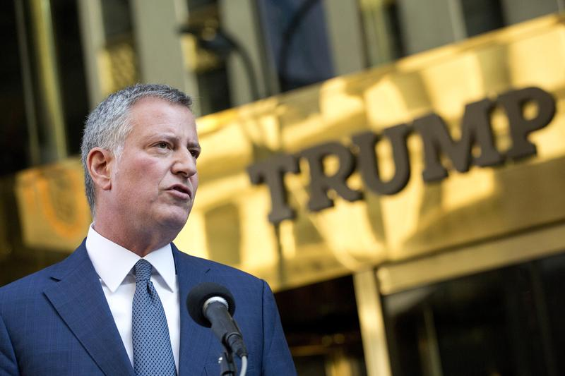 New York Mayor Bill de Blasio holds a news conference in front of Trump Tower following a meeting with President-elect Donald Trump, Wednesday, Nov. 16, 2016.
