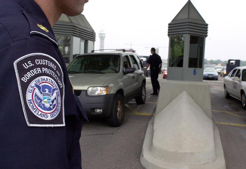 A U.S. Department of Homeland Security agent inspects vehicles passing from Canada into Niagara Falls, N.Y.