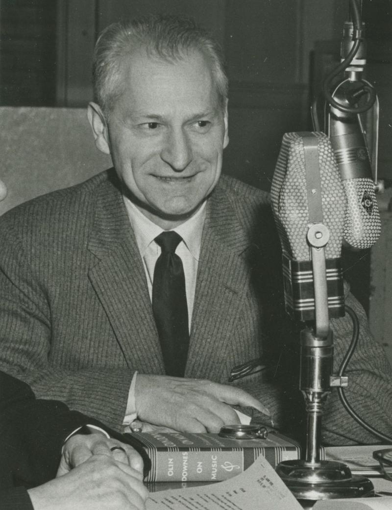 Warren Bower, host of the Reader's Almanac in March, 1960.