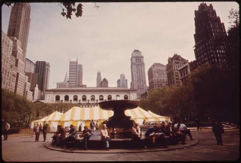 1973. BRYANT PARK, BEHIND THE MAIN BRANCH OF THE NEW YORK PUBLIC LIBRARY IN MIDTOWN MANHATTAN.
