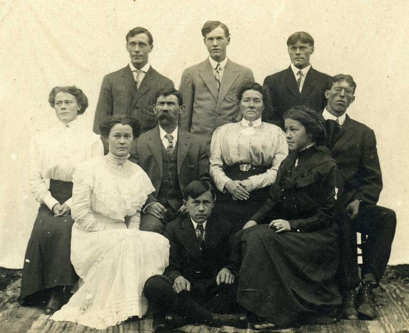 Portrait of an unknown family, circa 1910