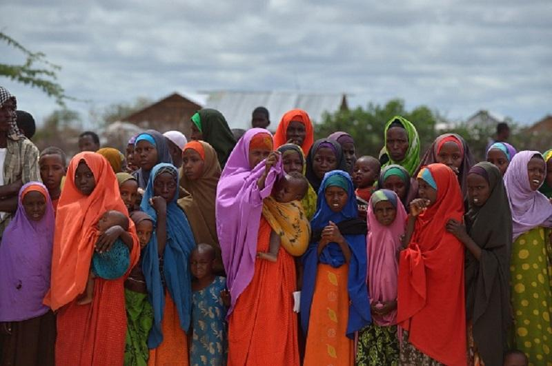 Refugees gather to watch the arrival of United Nations High Commissioner for Refugees Antonio Guterres at IFO-2 complex of the sprawling Dadaab refugee camp on May 8, 2015.