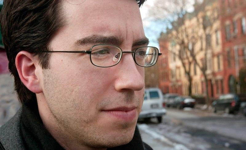 **FILE **Novelist Jonathan Safran Foer poses in the Brooklyn borough of New York, file photo of March 9, 2005.