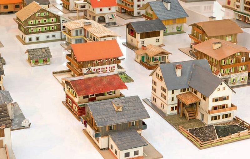 Oliver Croy and Oliver Elser, The 387 Houses of Peter Fritz (1916 –1992), Insurance Clerk from Vienna, 1993–2008 (detail). Selection of 126 mixed-medium models, dimensions variable.