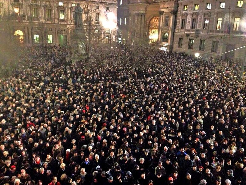 Crowds at the Claudio Abbado memorial concert at the Piazza della Scala, Milan, Italy.
