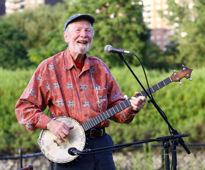 Singer Pete Seeger performs at the 2009 Dorothy and Lillian Gish Prize special outdoor tribute at Hunts Point Riverside Park on September 3, 2009 in New York City