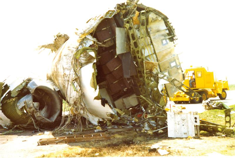 The broken hull of the United Airlines Flight 232 airplane