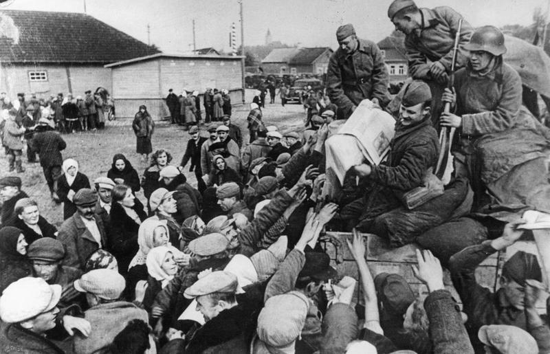 Red Army soldiers distributing the Soviet propaganda newspapers to peasants near Wilno (Vilnius) in Soviet occupied part of Poland.