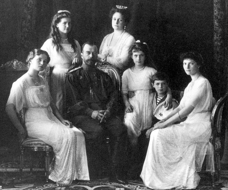 Portrait of the Romanov family taken in 1914.