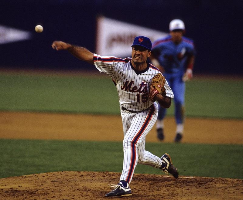 Ron Darling #15 of the New York Mets pitching during a MLB game against the Montreal Expos at Shea Stadium on September 22, 1989 in Flushing, New York.