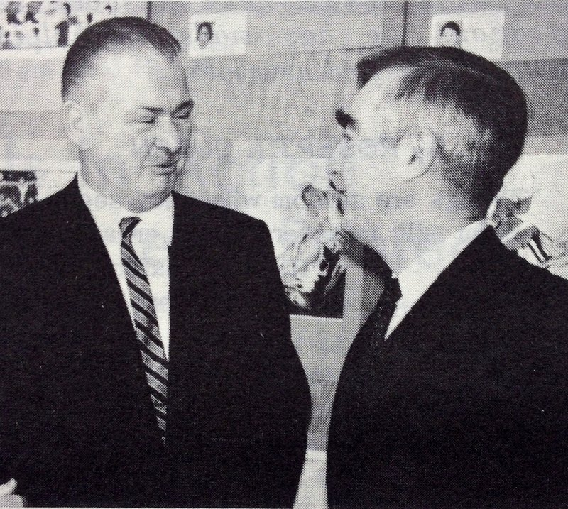 AP Correspondent Bill Ryan gets a briefing from Overseas Press Club chief Barrett McGurn.