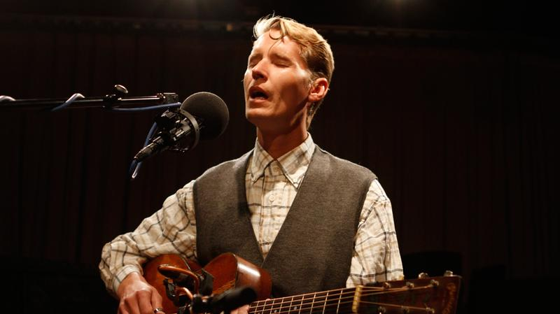 Tom Brosseau performs in the Soundcheck studio.