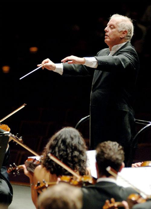 Daniel Barenboim conducts the West-Eastern Divan Orchestra