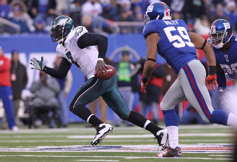 Michael Vick #7 of the Philadelphia Eagles rushes against the New York Giants at New Meadowlands Stadium on December 19, 2010