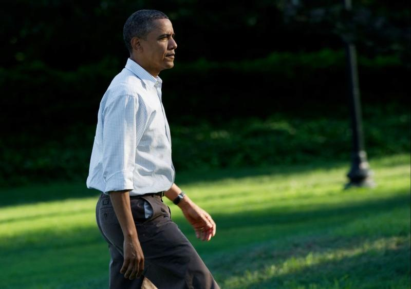 US President Barack Obama walks to the Oval Office after returning to the White House in Washington on September 6, 2010 from Milwaukee, Wisconsin.