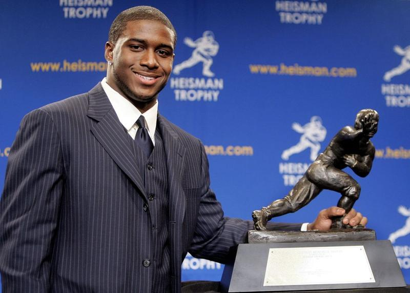 Running back Reggie Bush poses with the 2005 Heisman trophy after winning the award at the 71st Annual Heisman Ceremony on December 10, 2005 in New York City.