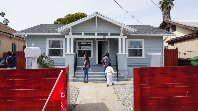 Prospective Home Ers Tour A Cottage In L S Boyle Heights Neighborhood