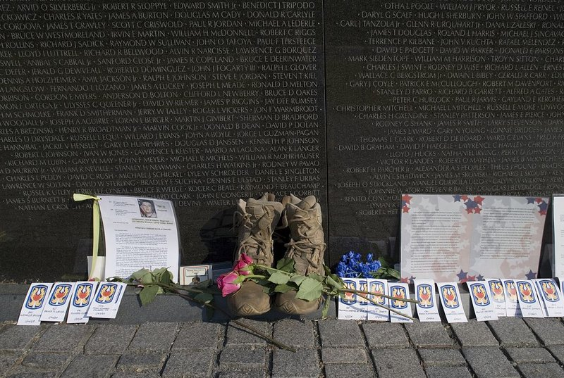 offerings left on memorial day 2006 - Who Designed The Vietnam Wall