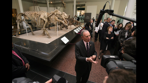 Mayor Bloomberg at the unveiling of the 47-million-year-old fossil May 19, 2009. (Edward Reed)
