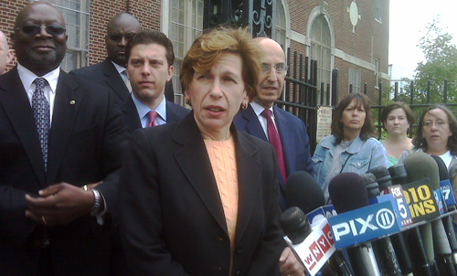 Teachers union president Randi Weingarten, Council of School Supervisors and Administrators President Ernest Logan and Schools Chancellor Joel Klein with Councilman Eric Gioia at IS 73 in Maspeth Queens.