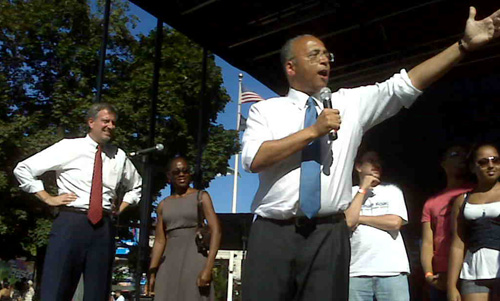 Bill Thompson at a Bronx Fair with Bill de Blasio (L)