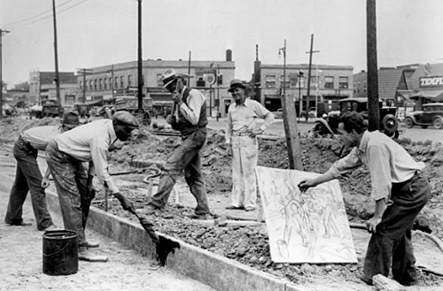 Michigan artist Alfred Castagne sketching WPA construction workers By an unknown photographer, May 19, 1939. (Courtesy of the National Archives, Records of the Work Projects Administration)